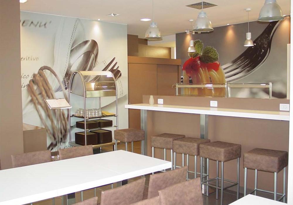 O decorazioni di interno bar e tavoli